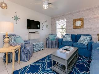 Wonderful Rockport Retreat 2BR Beach House Space for 6