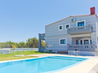 Giolanta Sea-View Villa, Just 750m Away From The Beach, Kamisiana Chania