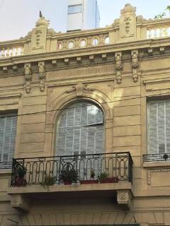 El Frente de La Casa .  The front of the house