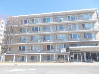 Large, bright, clean, furnished apartment, Montreal