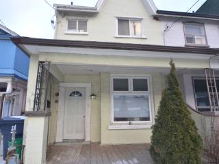 Upbeat Two Bedroom in Dundas West!