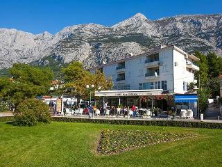 Last Minute price 1.-13.9., on the beach!, Makarska