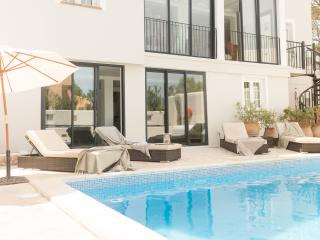Luxury 5 bed villa heated pool 5 min walk to beach