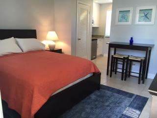 FULLY FURNISHED UNIT STEPS FROM THE BEACH, Delray Beach