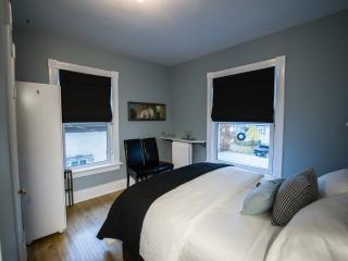 Colborne B&B Caesar Queen Rm - no cleaning fee, Goderich