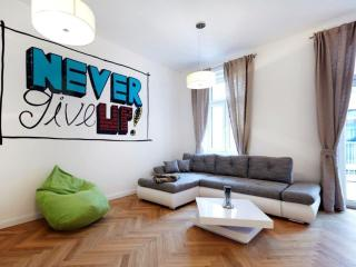 Darwin Top 25 apartment in 02. Leopoldstadt with WiFi, balkon & lift., Viena