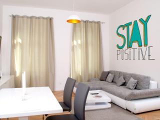 Bright 80 apartment in 02. Leopoldstadt with WiFi & lift., Viena