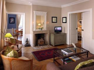 St Germain Abbey: Lovely 2-BR Apartment with AC, Paris