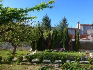 Casa pueblo a 60 km de barcelona.
