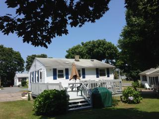 Great summer cottage near beaches and Newport RI, Narragansett