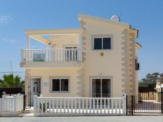 Villa Tia - 3 Bedroom Villa with Private Pool - Nissi Beach just 300 metres!