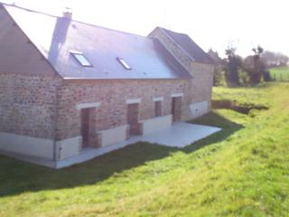 La VARENDIERE, pretty holiday house peaceful area, Clecy