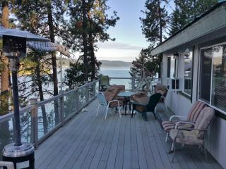 New Listing! 'Coeur d'Alene Lake Cottage' Sensational 3BR Lakefront Cottage w/Wifi, Deck & Amazing Lake Views - Close to an Abundance of Outdoor Attractions! Room For Extra Guests in the Basement Studio!, Harrison