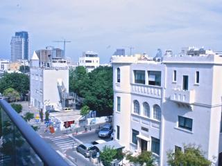 Terrace + parking near the beach, Tel Aviv