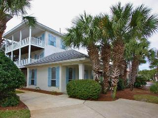 Walk to the Beach! Gorgeous 5 Bd., 4 Bath home, Destin
