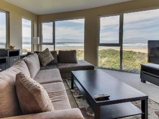 Oceanfront, pet-friendly condo with fantastic ocean views and shared hot tub, Rockaway Beach