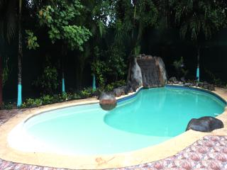 The Hideout 3bd + Cabina 150 m to the Beach