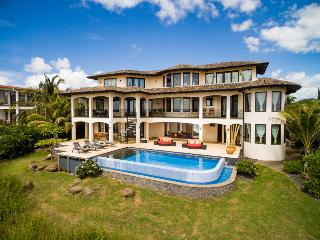 Villa Esperanza - Luxury Beach front Home w/ pool, Playa Negra