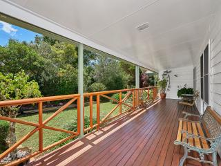 Birds 'n' Bloom 3 bedroom, Yungaburra