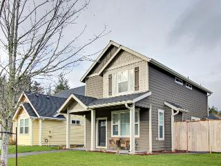 Newly built, modern home w/ private yard and patio - close to Nehalem Bay, Manzanita