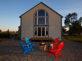 Carneros Barn House b/w Sonoma & Napa Sleeps 4-6 w/ Chef's Kitchen + Bikes