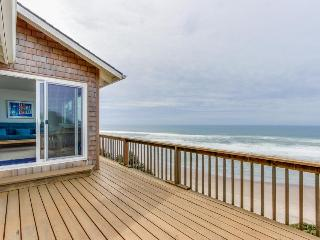 Cozy oceanfront home w/ ocean views, deck, quiet location!, Cloverdale