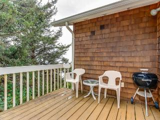 Cozy oceanfront home w/ ocean views, deck, quiet location!