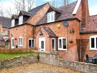 BROOK COTTAGE, pet friendly, woodburning stove, with a patio in Coalbrookdale, Ref 934837
