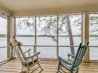 Family-friendly lakefront house with 3 kitchens, private dock - dogs welcome