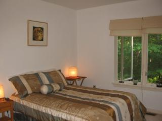 "Peaceful ""Tao"" Room - Double bed, Buckingham"