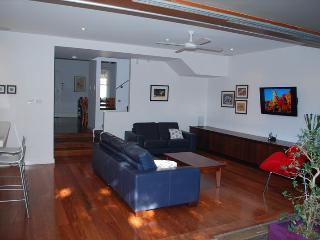 BRUCE - Quiet Comfortable Suburban Home, Rozelle