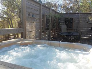 Texada ;private hot tub, Daylesford
