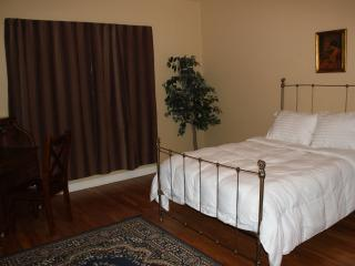 4 BEDROOMS-only 3 miles to RiverWalk&DT,Reunions,Wedding,Corp,Trinity,Pearl,WIFI, San Antonio