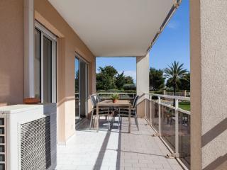 Antibes comfortable apt with pool, garage, wi-fi