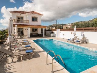 Luxury villa, pool, Wi-Fi, TV incl. SKY & BT sports, gas BBQ, full welcome pack