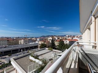 Bristol Park cannes (Luxury Seaview Apartment w/ Airconditioning,Wi-Fi.Parking)