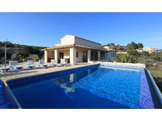 La Perla, luxury, spacious villa, heated pool,WiFi