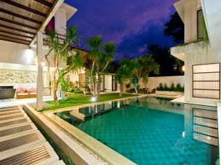 Luxury 3 bedroom Villa by the beach, Sanur