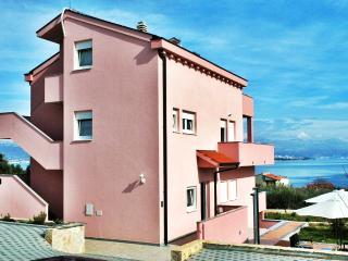 Silva A4-pool, beach, peaceful area, Trogir