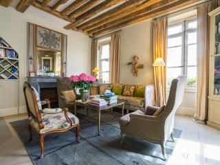 Elegance in the Latin Quarter-2 Bedrooms/2 Baths