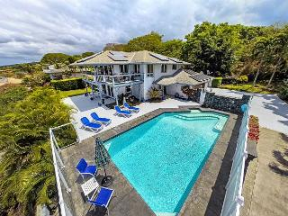Large 4 Br home, 2 Kitchens, Private Pool, Spectacular Ocean & Sunset Views