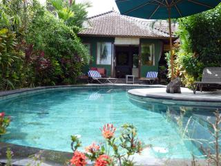 Devi's Place Ubud- 2BR great views Orchid Bungalow