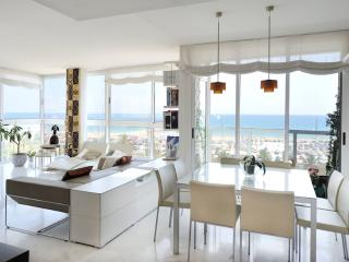 Beachfront Mediterranean Sea apartment B335, Barcelona