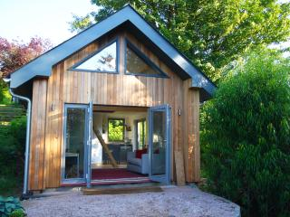 Garden Cabin. Stunning Views Sleeps 4, Totnes