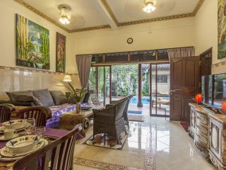 Tropical Oasis - Private Pool, Kitchen and Rooftop Terrace-Amazing Views-3br