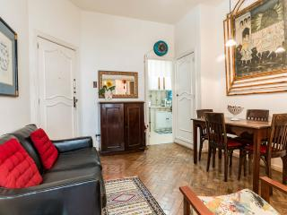 Copacabana, charming artist apartment. A few steps to the most famous beach of the world!