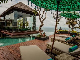 Villa Aum - Prestigious cliff front villa with private beach, Jimbaran