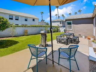 20% OFF OPEN AUG - AIR Conditioning, Large Yard -Walk to Beach & Restaurants