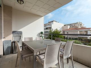 Luxury 3 bedroom apartment @ 90 rue d'Antibes
