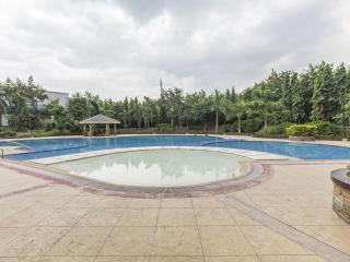 Cosy, Peaceful, Furnished 2 BR  Condo Near Airport